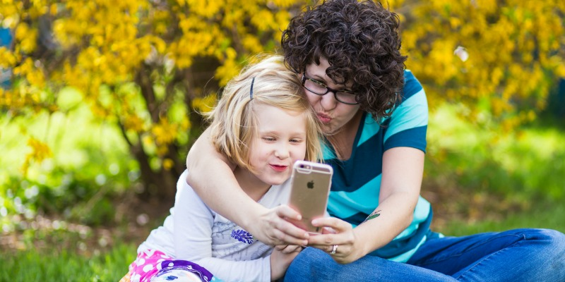 These 3 tips to enjoy motherhood without losing yourself is a must-read for all moms!
