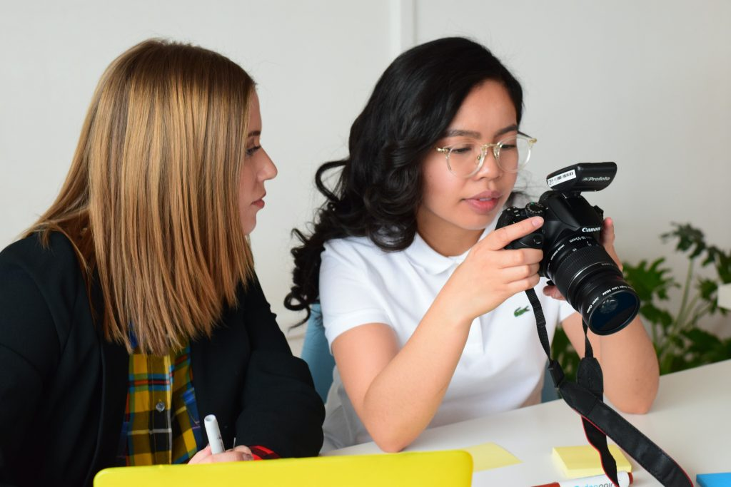 teaching moms about the best cameras for beginners